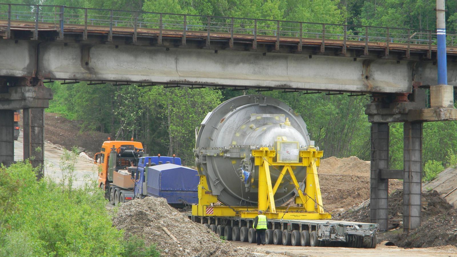 Перевозка турбины по старой пермской дороге