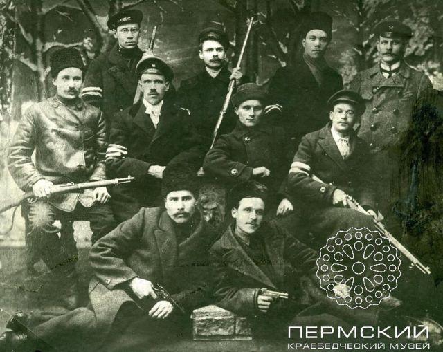 Народная милиция. На левых рукавах отличительные знаки   белые повязки. 1917 1918 гг.