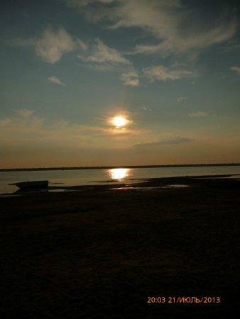 Прикрепленное изображение: Зависло Солнце над рекою.jpg